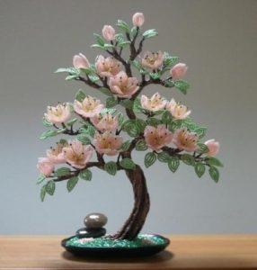 дерево с цветочками из бисера