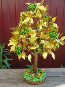 деревце из бисера и пайеток